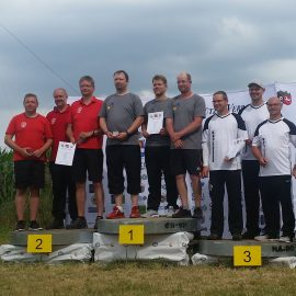 Mannschaft des KSV Uelzen mit dem olympischen Bogen bei Landesmeisterschaft auf Platz 3