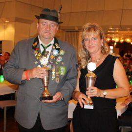 Pokale für Meyer und Behrens